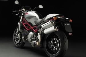 Ducati Monster S4 вид с зади