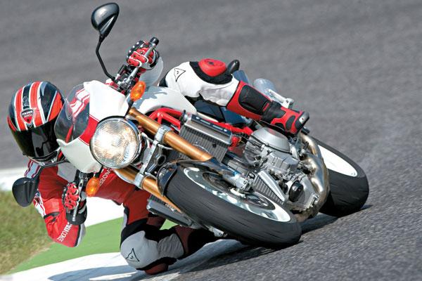 Ducati Monster S4 заезд на треке
