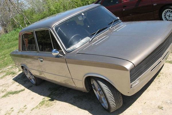 Тюнинг автомобиля ВАЗ 2106 серебристый металлик
