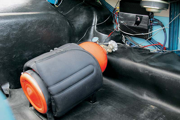 Установка закись азота в багажник с усиленным креплением