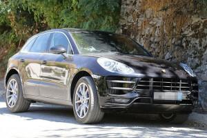 Появились фотографии маленького кроссовера Porsche без камуфляжа фото