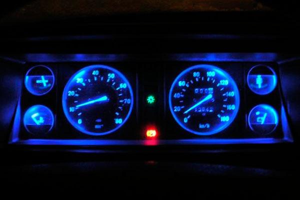 Тюнинг приборов ВАЗ 2107 с неоновой подсветкой