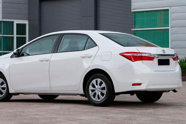 Toyota Corolla седан фото-3